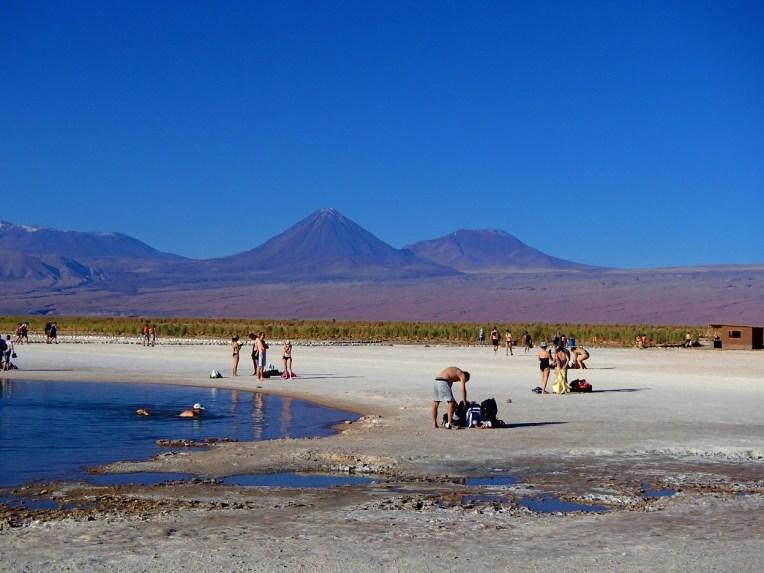 Laguna Piedras e os vulcões Lincanray e Juriques