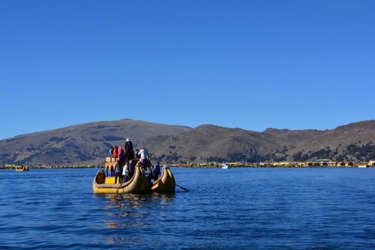Barcos de totora no lago Titicaca
