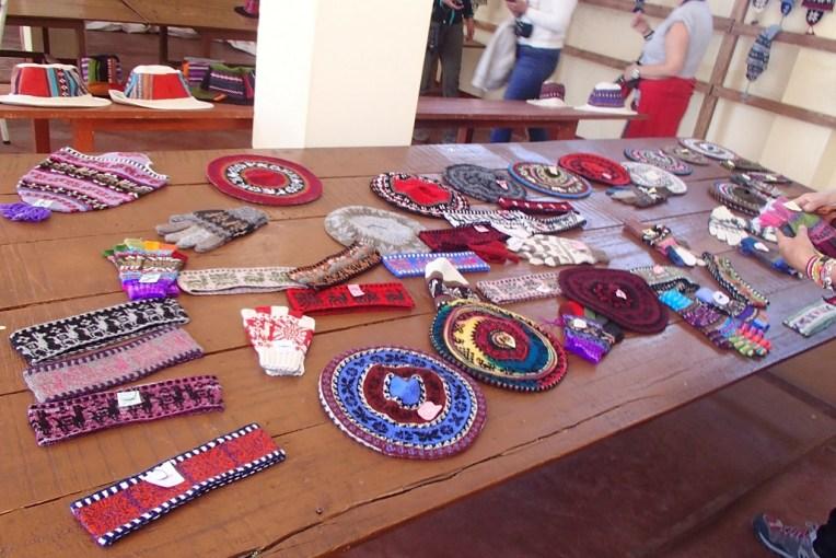 Artesanatos vendidos na ilha de Taquile