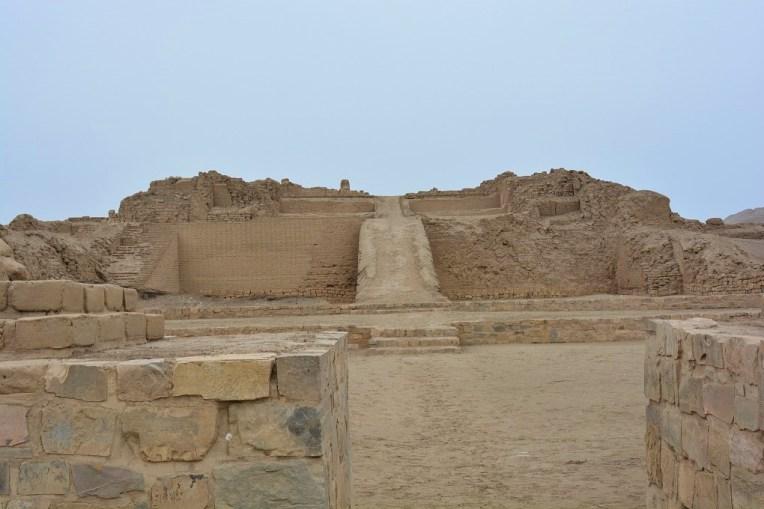 Uma das várias pirâmides de Pachacamac