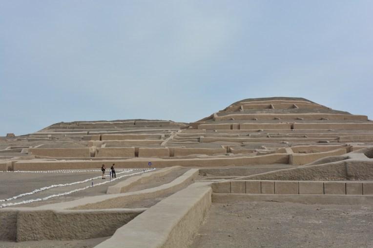 As pirâmides de Cahuachi, no deserto de Nasca