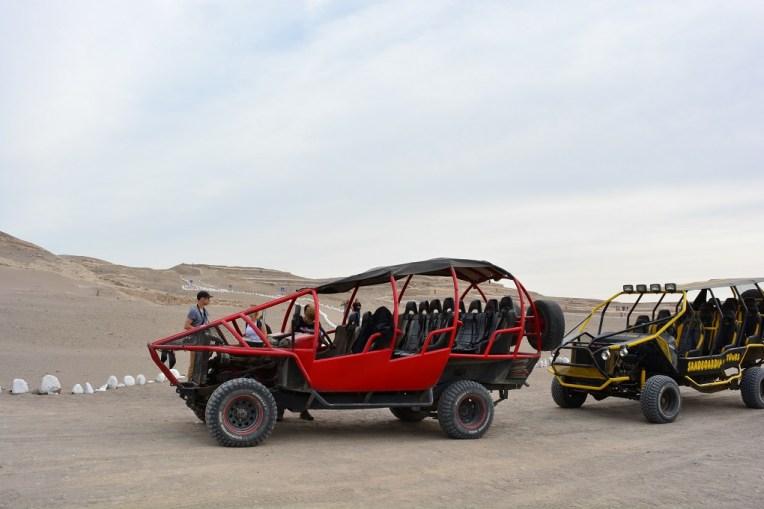 Veículos com que fizemos os tours pelos desertos de Nasca