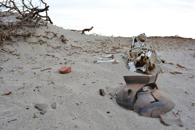Múmia nasca jogada no deserto
