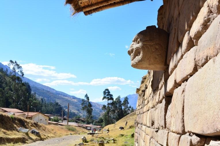 Cabeça esculpida em Chavín