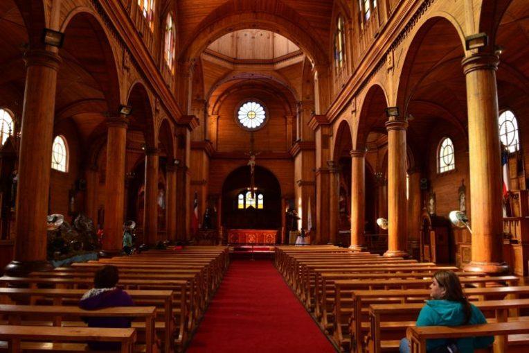 Interior da Igreja de madeira de Castro, em Chiloé