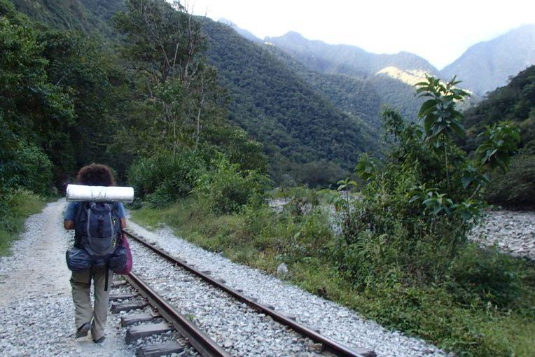 Caminhando pela linha do trem até Águas Calientes