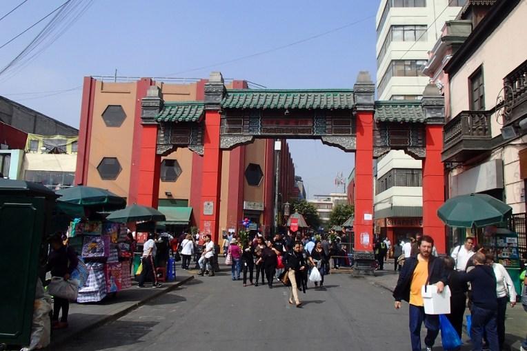 """""""Bairro Chinês"""" em Lima, ótimo para quem curte culinária oriental"""