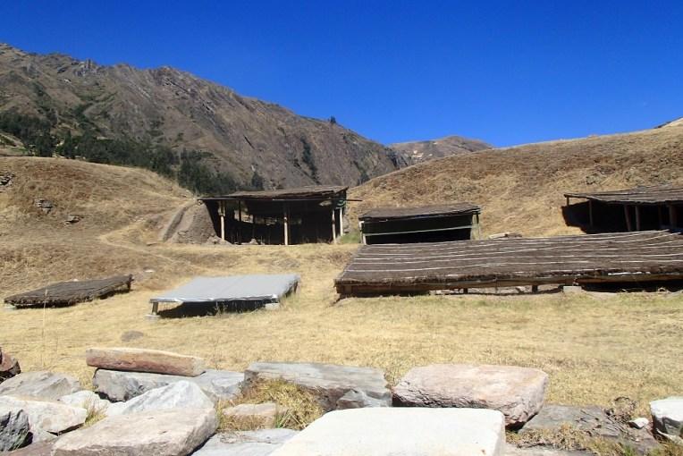 Algumas ruínas sob a terra em Chavín