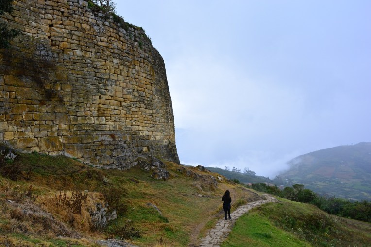 Grandes muralhas de Kuelap, no norte do Peru