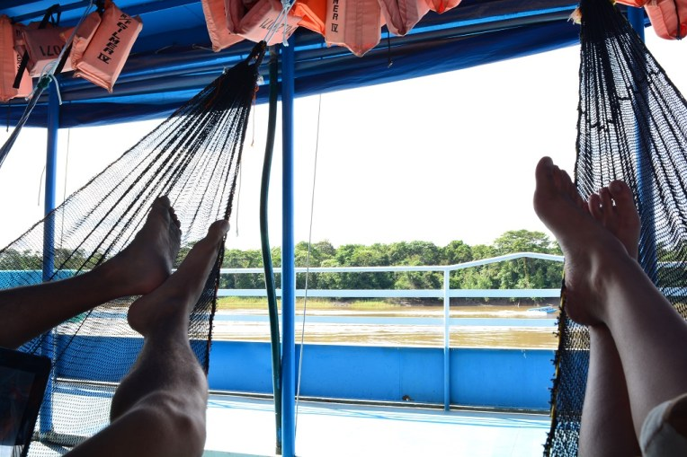 Viajando de barco para Iquitos