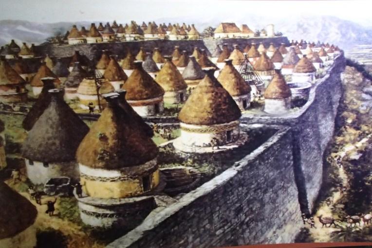 Representação de como teria sido a cidade de Kuelap em funcionamento