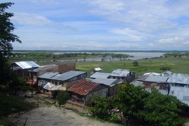 O gigantesco Rio Amazonas, visto de Iquitos