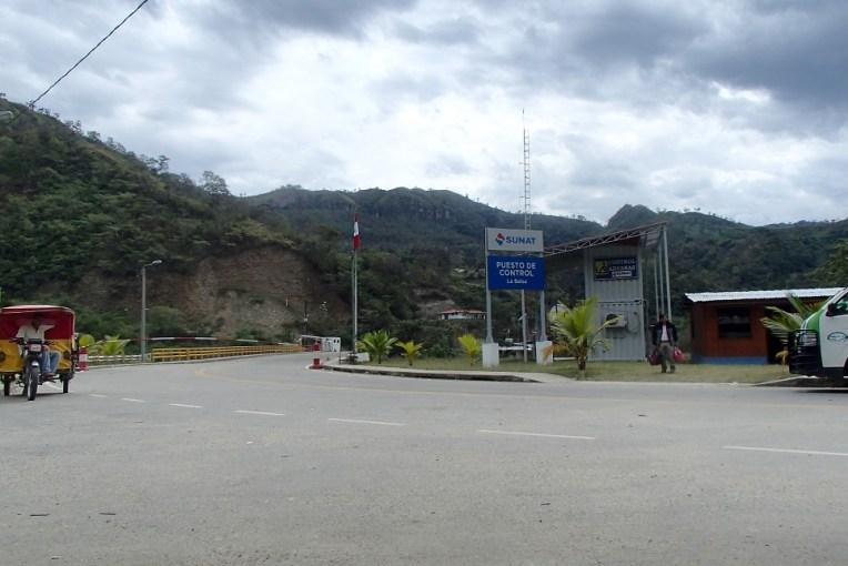 Passo fronteiriço Peru-Equador por La Balsa