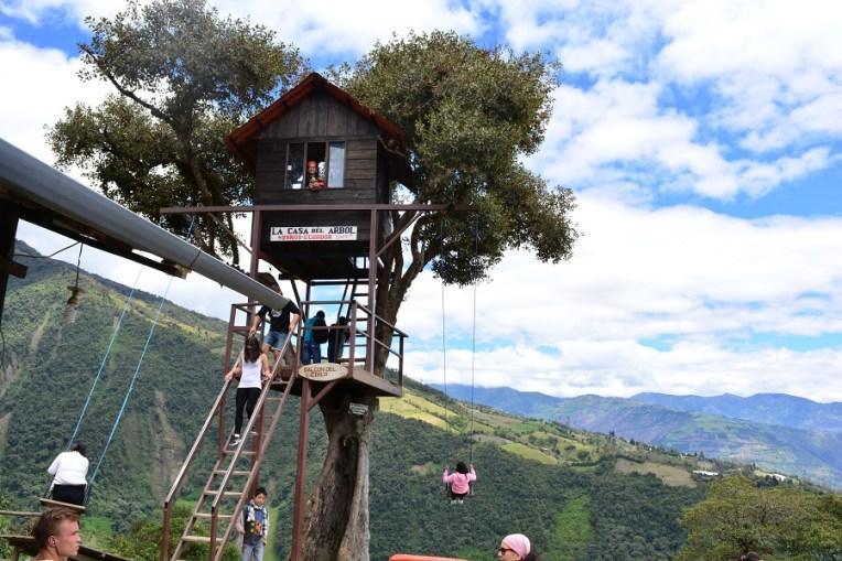 A casa da árvore e o balanço do fim do mundo de Baños