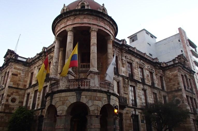 A beleza da arquitetura colonial de Cuenca