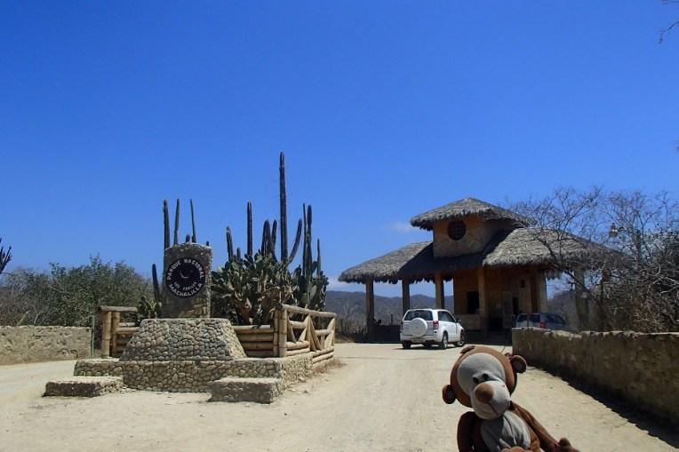 A entrada para o Parque Nacional Machalilla. A partir daí basta caminhar uns 35 minutos até Los Frailes
