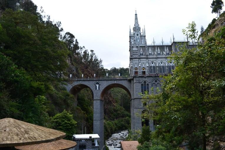 Santuário de Las Lajas atravessando o cânion do rio Guáitara