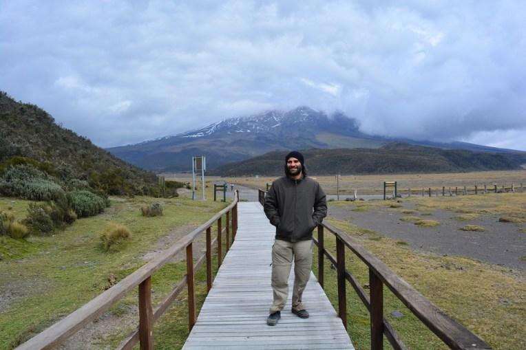 A caminho da lagoa, com o Cotopaxi ao fundo