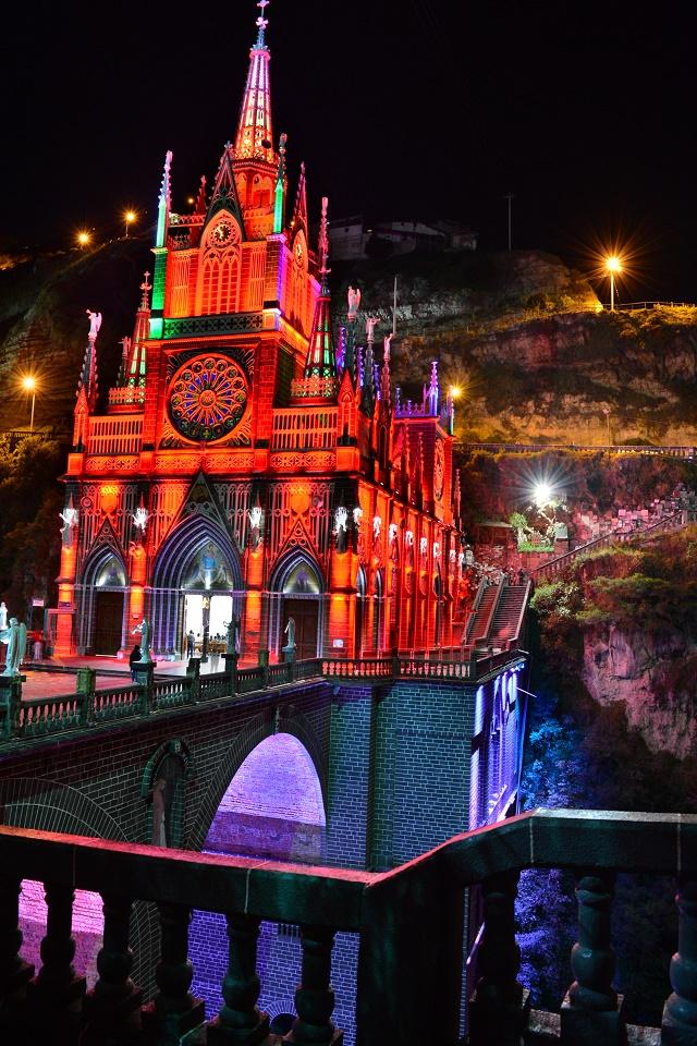 Santuário de Las Lajas pela noite