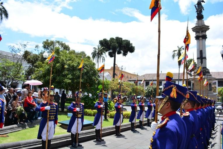 Troca de guarda - todas as segundas às 11h em Quito, Equador