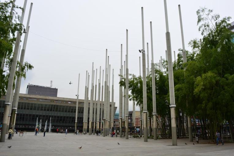 Postes da Plaza de Cisneros, em Medellín