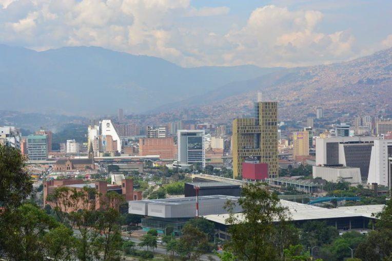 """Bela vista da cidade de Medellin, a partir do """"Pueblito Paisa"""""""