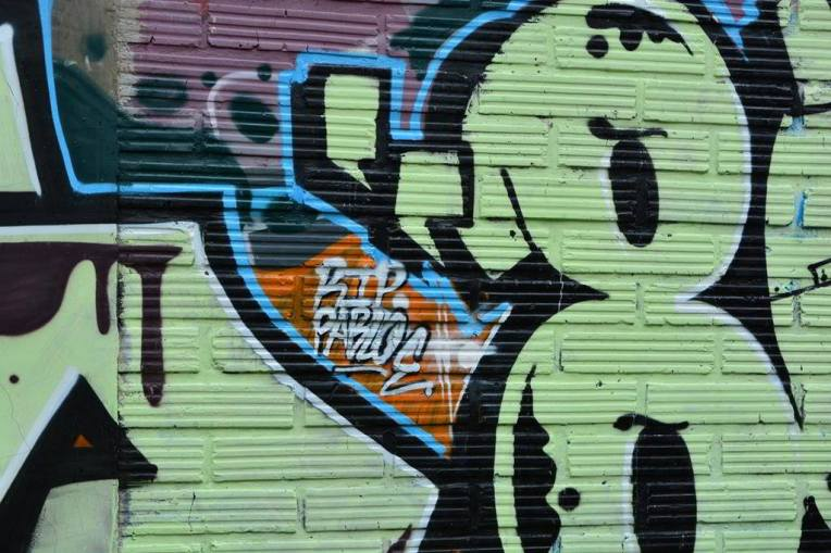 RIP Pablo - pichação no muro da casa onde morreu Pablo Escobar