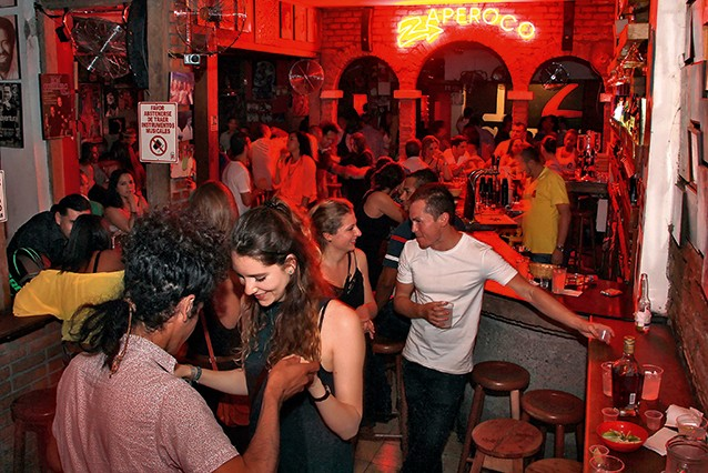 Noite no bar Zaperoco