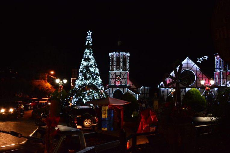 Colônia Tovar enfeitada para a noite de natal