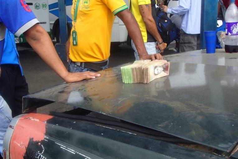 Valor da passagem para cruzar a fronteira de Paraguachón