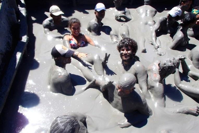 Banho de lama no vulcão El Totumo