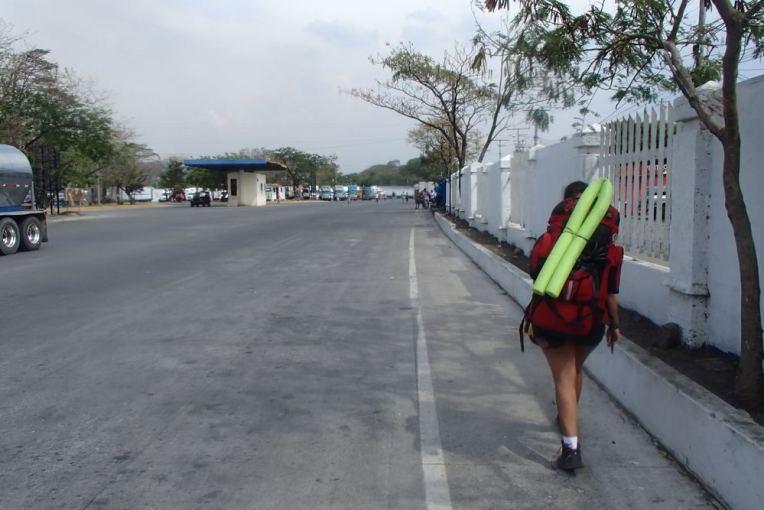 Cruzando a fronteira Costa Rica - Nicarágua por Peñas Blancas.