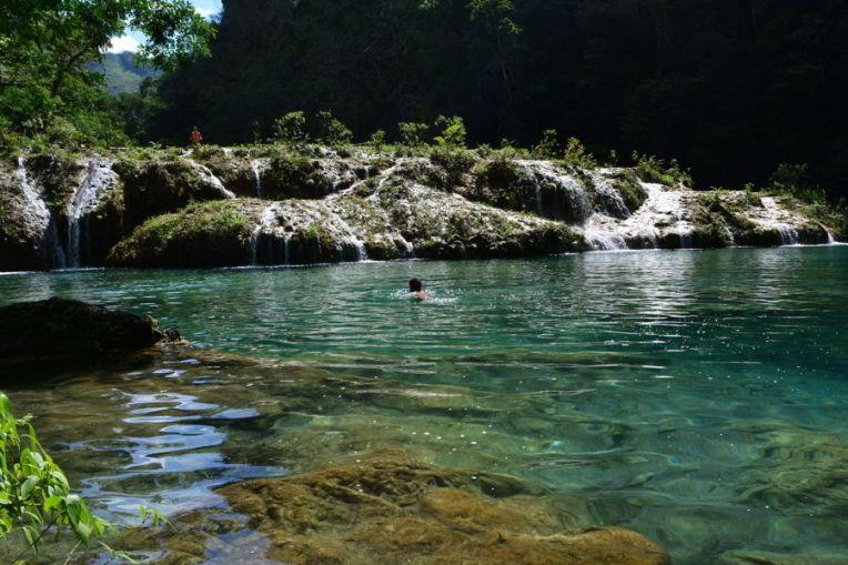 Nadando em Semuc Champey.