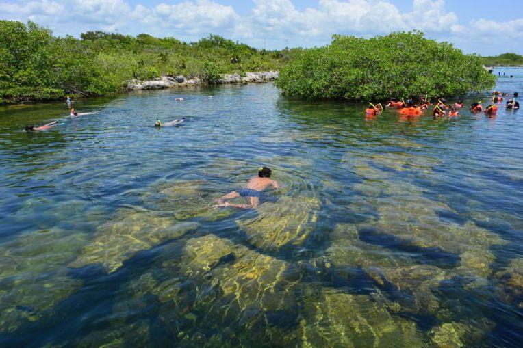 Nadando no cenote de Yal Ku