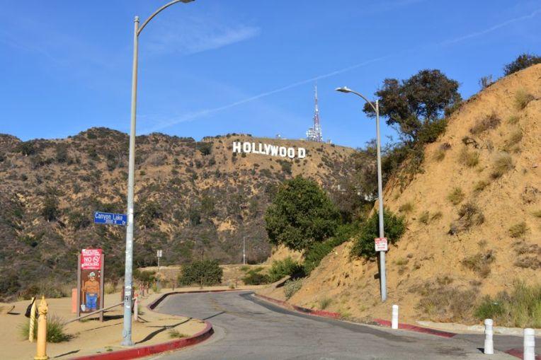 A Mulholland Hwy, estradinha que leva até o letreiro de Hollywood