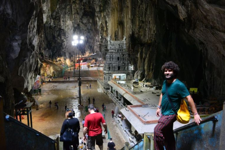 Dentro das Batu Caves