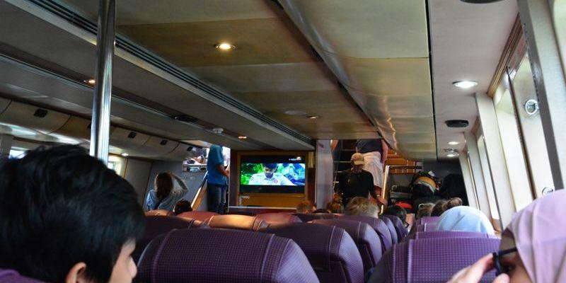 Viajando de barco para Labuan