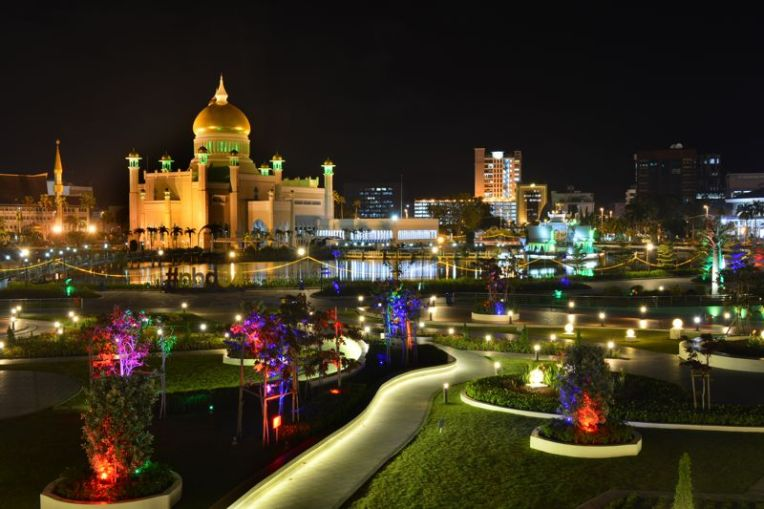 Brunei pela noite