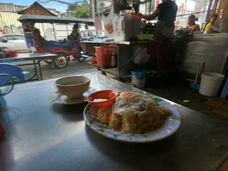 Almoçando em Phnom Penh