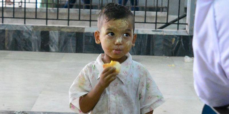 Menino no Myanmar