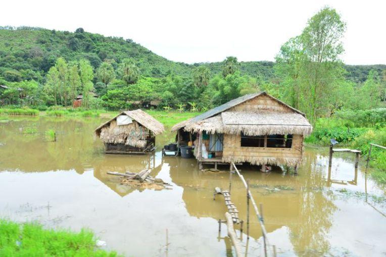 Casas humildes do Myanmar