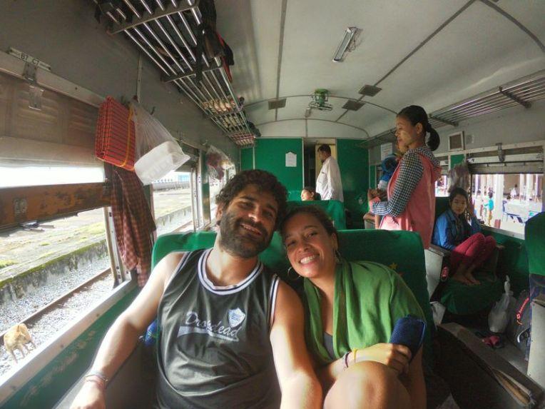 Trem no Mianmar