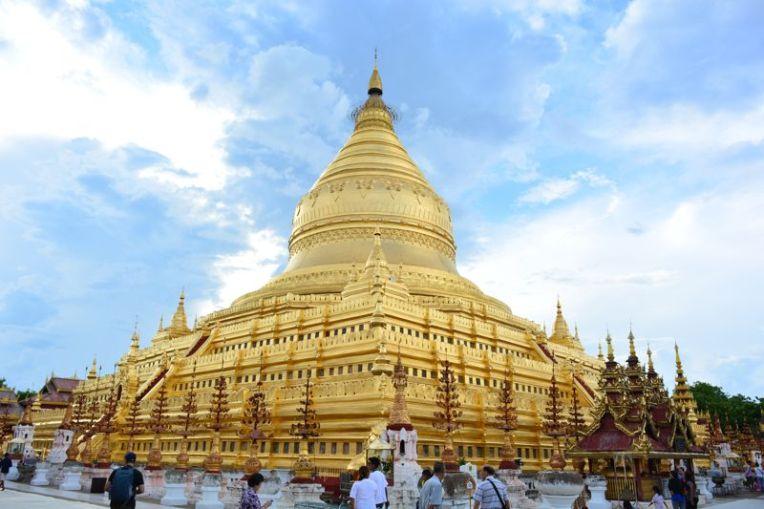 Shwezigon Pagoda em Bagan