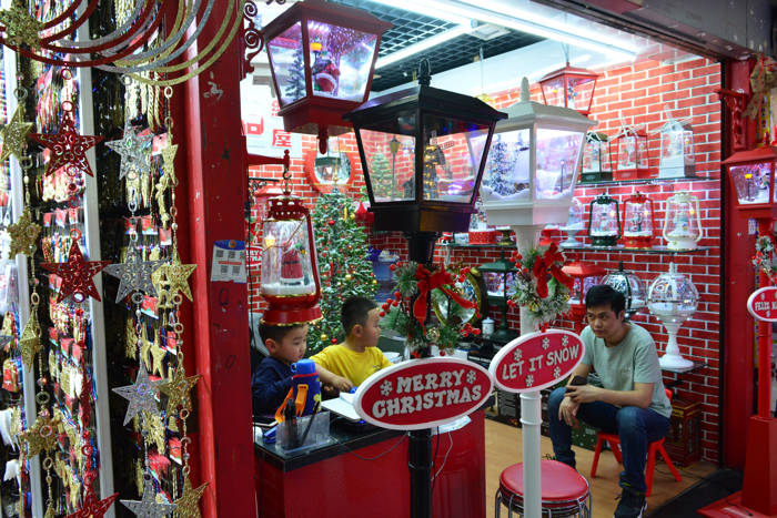 Artigos natalinos na Feira de Yiwu
