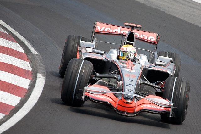 Top 10 campeões mais jovens da Fórmula 1 - Lewis Hamilton