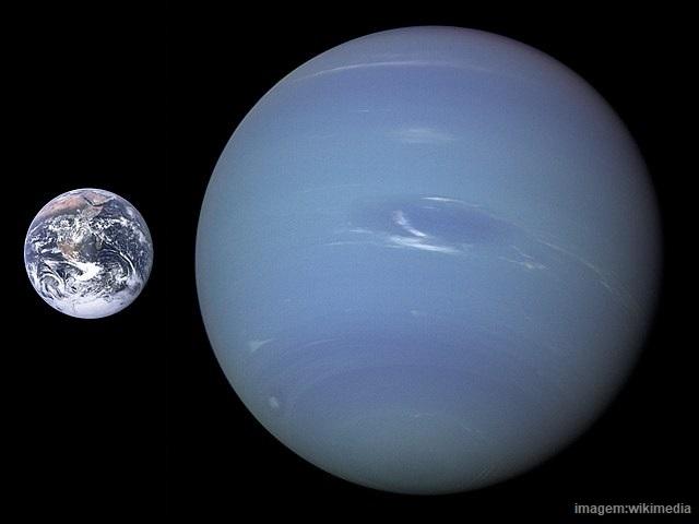 Dos planetas gasosos, Netuno é o menor