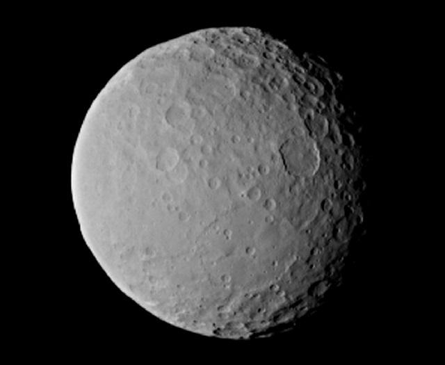 Ceres, um planeta-anão que nem Plutão