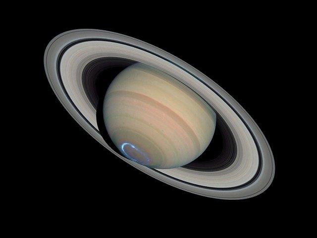 Já se conheciam os anéis de Saturno