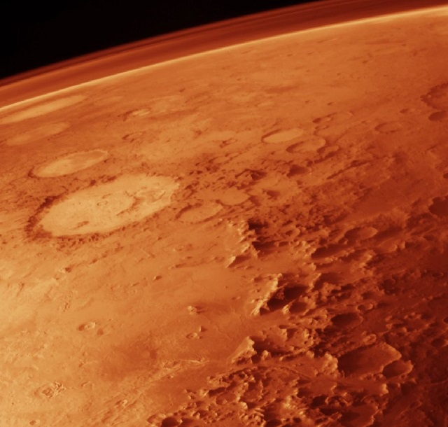 Um planeta repleto de crateras