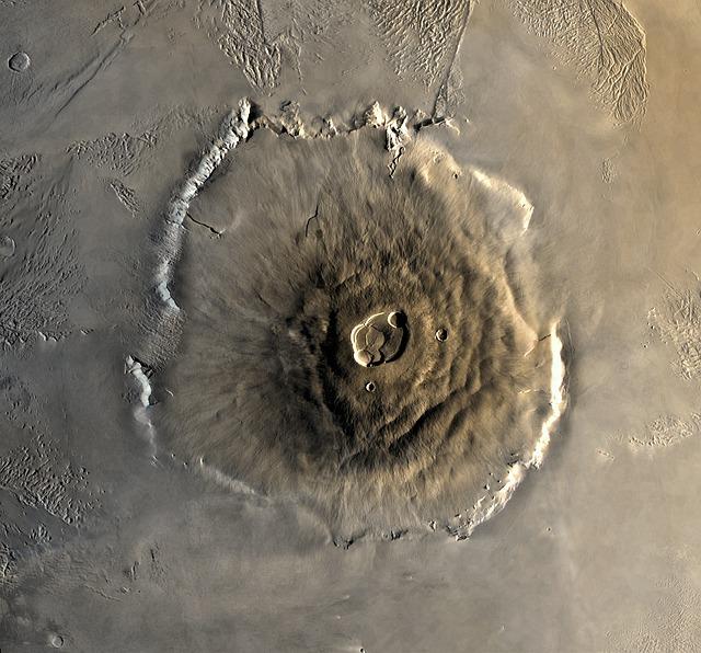A montanha mais alta do Sistema Solar